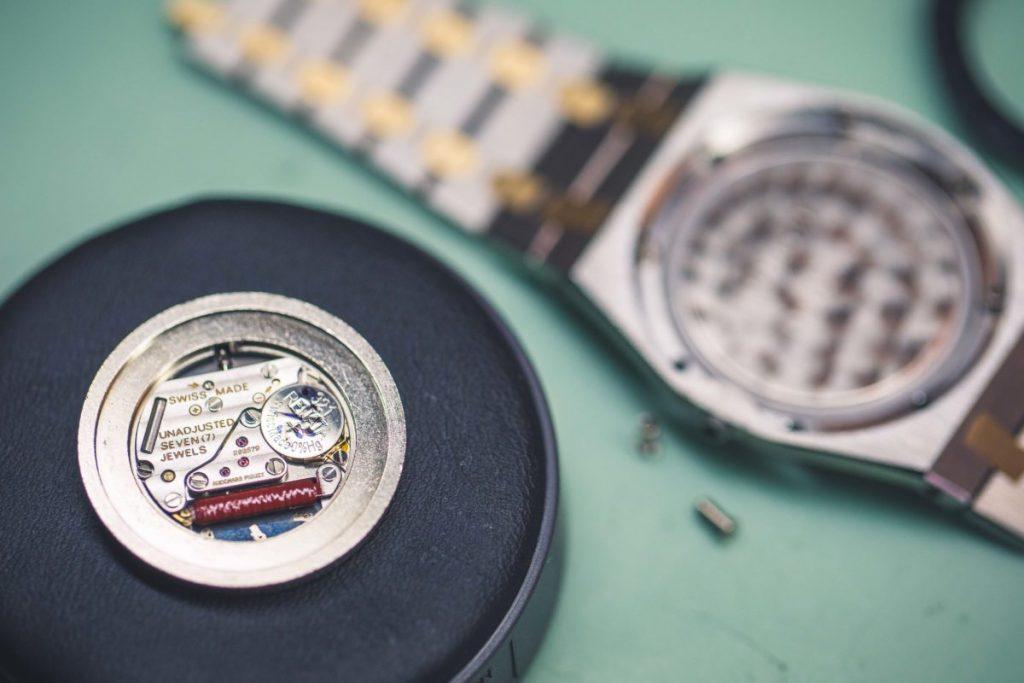 Quartz movement type of watch